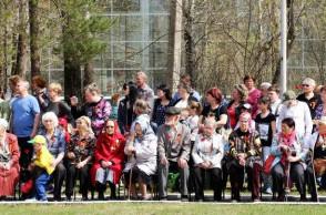 Торжественная церемония возложения на мемориале работникам завода Галоген, погибшим в годы Великой Отечественной Войны 1941 - 1945 гг.